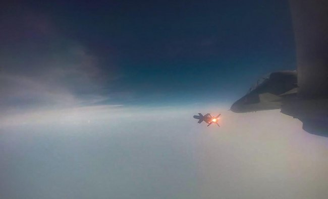 Kalaikunda: Astra, the indigenously developed Beyond Visual Range Air-to-Air Missile (BVRAAM), during its successful test firing by the Indian Air Force from Su-30 aircraft, from Air Force Station, Kalaikunda, Wednesday, Sep 26, 2018. (PIB Photo via PTI)