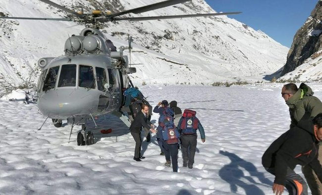 People rescued by the Indian Air Force (IAF) from Chattru and Chota Dara near Bara Shigri Glacier, in Lahaul, Friday, Sept 28, 2018. (PTI Photo)