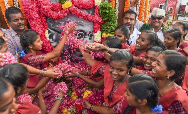 School students pay homage to Mahatma Gandhi to commemorate his 149th birth anniversary, at Marina beach in Chennai, Tuesday, Oct 2, 2018. (PTI Photo)