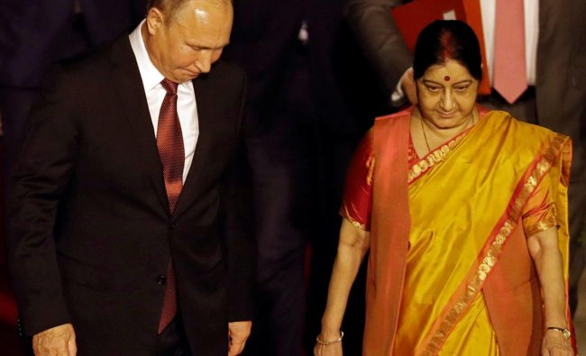 Russian President Vladimir Putin walks with India\'s Foreign Minister Sushma Swaraj upon his arrival at Air Force Station Palam in New Delhi. (Reuters Photo)
