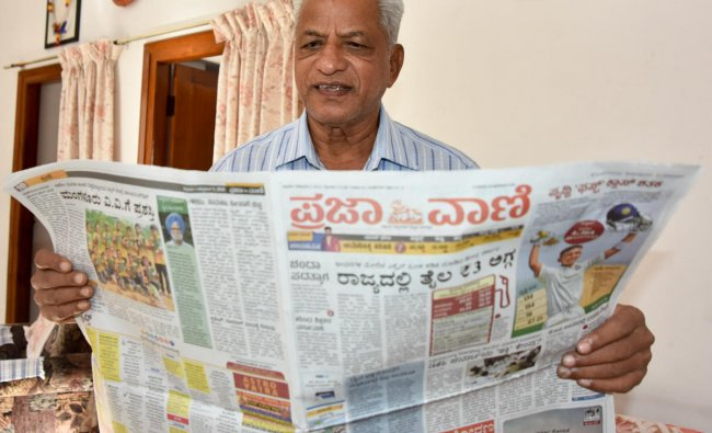 Writer K S Bhagavan releasing the new colour pages of Prajavani and Deccan Herald news paper in Mysuru on Friday. DH photo