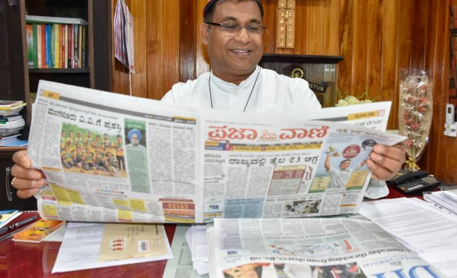 Bishop K A William releases all pages colour edition of Deccan Herald and Prajavani in Mysuru on Friday. DH photo