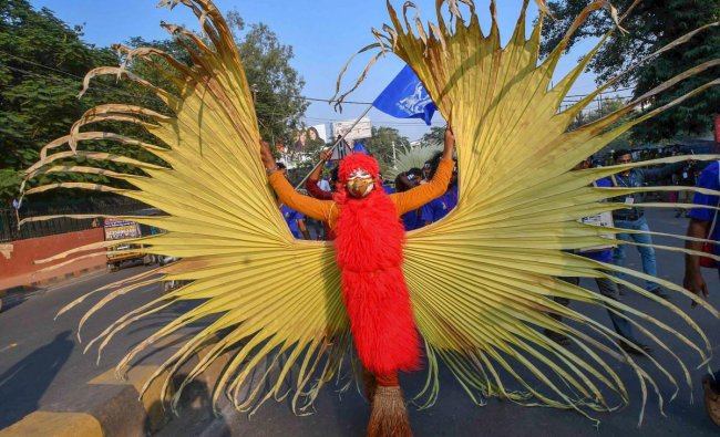 An artist during \'Jan Sanskriti March\' on the occasion of Platinum Jubilee celebration of Indian People\'s Theatre Association (IPTA) in Patna, Saturday, Oct 27, 2018. (PTI Photo) (PTI10_27_2018_000106B)