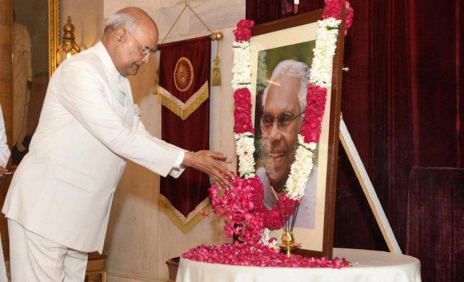 President Ram Nath Kovind pays floral tribute to former president the late KR Narayanan on his birth anniversary, at Rashtrapati Bhavan, New Delhi, Saturday, Oct 27, 2018. (RB Photo via PTI)