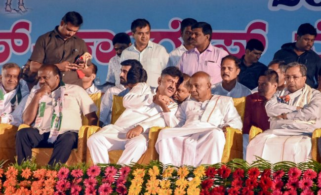 JD(S) Supremo H D Devegowda, Karnataka chief minister H D Kumaraswamy (L), former Karnataka chief minister Siddaramaiah (R) and others during a lok sabha by-poll election rally in favour of party candidate Madhu Bangarappa, in Shivmoga, Tuesday, Oct 30, 2018. (PTI Photo)