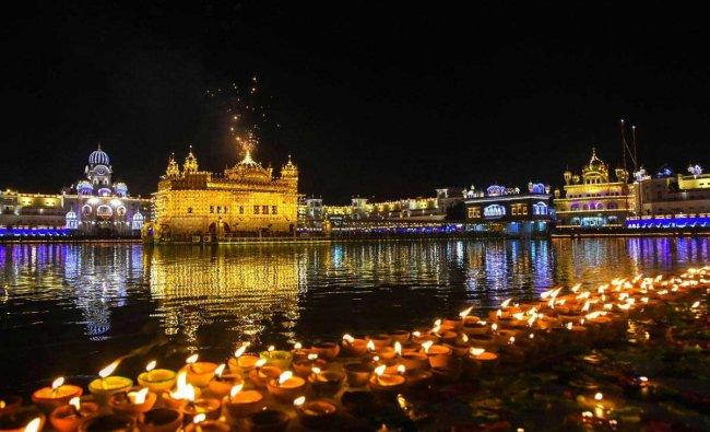 Fireworks light the sky during \'Bandi Chhor Divas\' and \'Diwali\' celebrations at Sri Harmandir Sahib (Golden Temple), in Amritsar, Wednesday, November 7, 2018. (PTI Photo)