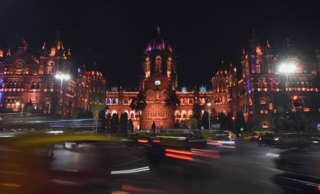 Vehicles drive past the Chattrapathi Shivaji Terminus (CST) railway station, one of the targets of the 2008 Mumbai militant attacks, on the eve of the tenth anniversary of the attacks in Mumbai on November 25, 2018. - Ten years ago Islamist militants from Pakistan laid siege to India\'s financial capital Mumbai for three days, killing 166 people and injuring hundreds more. (Photo by PUNIT PARANJPE / AFP)
