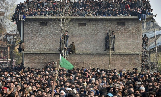 Kulgam: People participate in a funeral procession of Hizb-ul-Mujahideen top commander Ab Majeed, who was killed in an encounter with security forces, at Souch in Kulgam district of South Kashmir, Sunday, Nov. 25, 2018. Six militants, a soldier and a teenager were killed in an encounter between ultras and security forces in Shopian district of Jammu and Kashmir. (PTI Photo/S. Irfan)