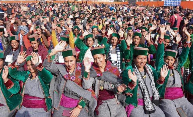Mandi: Women in traditional attire participate in \'BJP Panna Pramukh Sammelan\', in Mandi, Wednesday, Nov. 28, 2018. (PTI Photo)