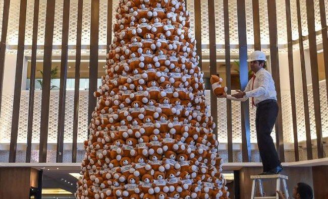 Bengaluru: Employees of Hilton Hotel arrange stuffed teddy bears to make a 20-feet Christmas tree as part of preparations for Christmas celebrations, in Bengaluru, Wednesday, Nov. 28, 2018. (PTI Photo/Shailendra Bhojak)