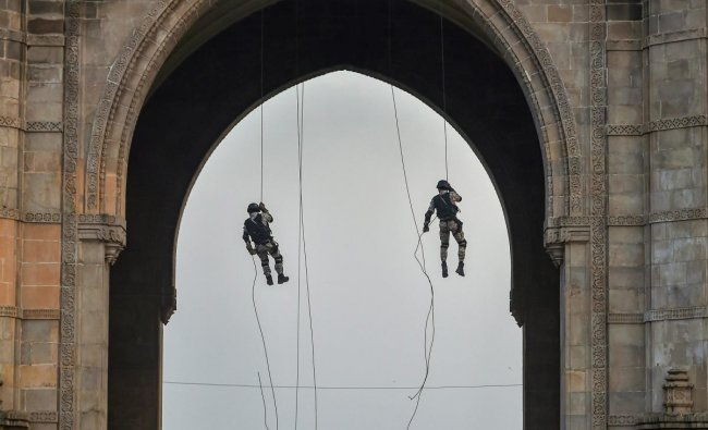 Naval Commandos participate in a mock drill during rehearsal of Beating Retreat and Tattoo Ceremony at Gateway of India in Mumbai Friday, Nov. 30, 2018. (PTI Photo/Mitesh Bhuvad)