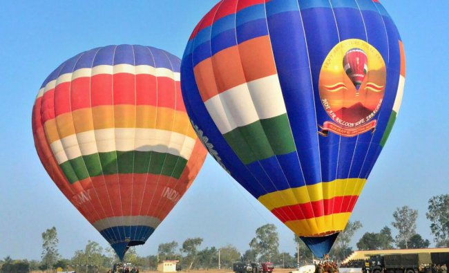 Bhopal: Hot air balloons prior to their launch during trans-India hot air ballooning expedition \'Jai Bharat\', from Kashmir to Kanyakumari, in Bhopal, Thursday, Nov. 29, 2018. (PTI Photo)