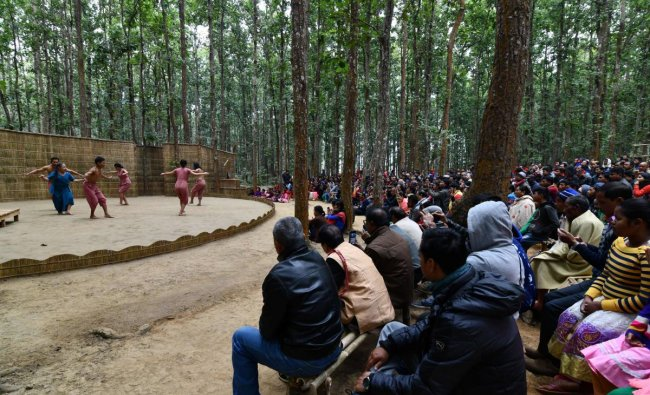 Spectators attend a perform during the \'Under the Sal Tree\' festival in Rampur village, some 140km from Guwahati, on December 17, 2018. - \'Under the Sal Tree\' is a three day traditional theatre festival located in the middle of a jungle which aspires to raise environmental awareness and reconnect man with nature. (Photo by Biju BORO / AFP)