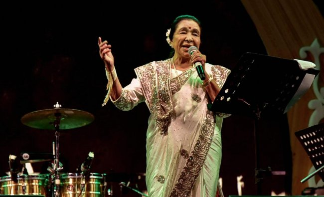 Legendary singer Asha Bhosle performs at a live concert, in Nagpur, Sunday, Dec. 16, 2018. (PTI Photo)