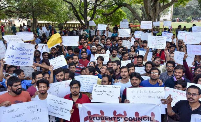 Research scholars from leading higher education institutions like the Indian Institute of Science (IISc), Nationwide protests on demanding an increase in fellowship grant, on National wide, in Bengaluru on Friday. DH Photo/ B H Shivakumar