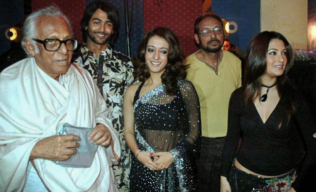 In this Jan 27, 2006 file photo noted film-maker Mrinal Sen is seen with actors Raima and Ria Sen during the premiere of a film in Kolkata. Mrinal Sen, 95, died at his residence in Kolkata. PTI