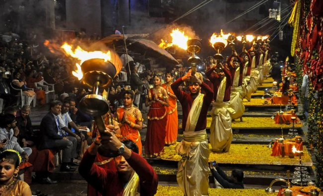 Priests perform \'Maha Aarti\' during Kumbh Mela 2019 at Dashashwamedh Ghat, in Allahabad. (PTI Photo)