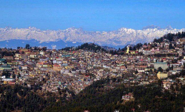 A view of the hill city of Shimla seen in the backdrop of snow covered mountains, Tuesday, Jan 29, 2019. (PTI Photo)