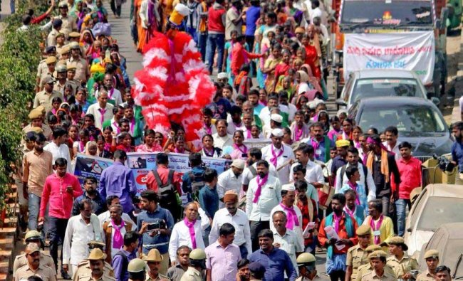 Handloom activists along with women from agricultural background take part in a protest march from Malleshwaram to Freedom Park, seeking ban on liquor in the state, in Bengaluru, Wednesday, Jan 30, 2019. (PTI Photo)