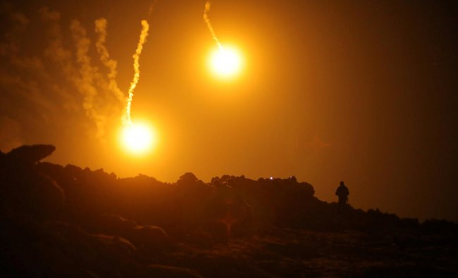 Flares are seen in the sky during fighting in the Islamic State\'s final enclave, in the village of Baghouz, Deir Al Zor province, Syria March 11, 2019. REUTERS/Rodi Said