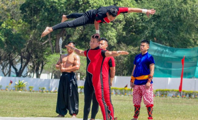 Army personnel display their skills during the closing ceremony of MEDEX-2019 (Field Training Exercise), at Army Medical Centre in Lucknow. (PTI Photo)