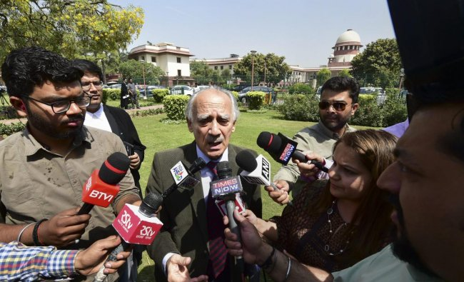 Former union minister and one of the review petitioners in the Rafale case, Arun Shourie, addresses the media after Supreme Court\'s hearing on Rafale review petition, in New Delhi, Wednesday, April 10, 2019.