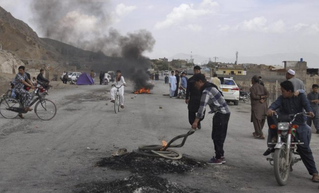 Quetta: Pakistani Shiite youth from Hazara community burn tires to block a main road during a protest to condemn Friday\'s suicide bombing, in Quetta, Pakistan, Saturday, April 13, 2019. AP/PTI