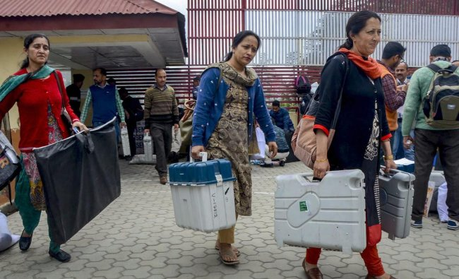 Shimla: Election officials carrying VVPAT and EVM machines leave for polling booths from a distribution centre ahead of the seventh and last phase of Lok Sabha elections, in Shimla on Friday, May 17, 2019. PTI