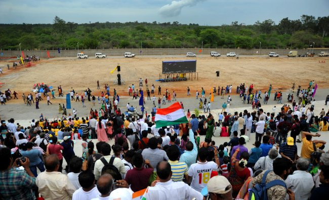 Space enthusiasts, students, general public cheers as they witness the GSLV Mark III, the rocket that is being used for the Chandrayaan-2 mission takes off from Satish Dhawan Space Centre (SDSC) SHAR, Sriharikota, on Monday. (DH Photo/ Pushkar V)