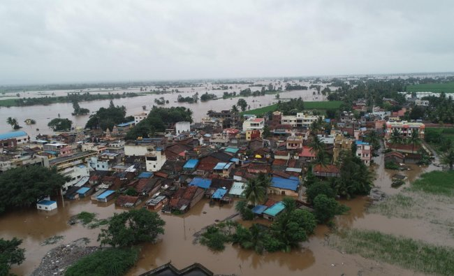 Yadur village in Chikkodi taluk in Belagavi district is marooned by waters of river Krishna. DH Photo
