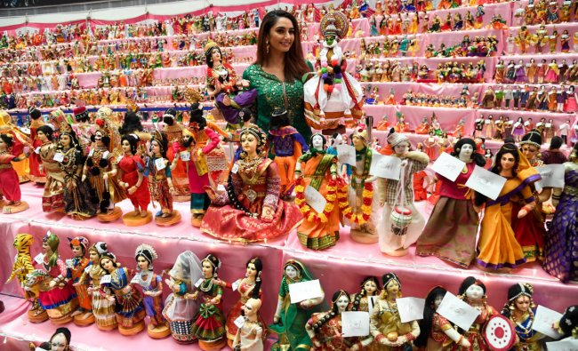 Actress Ragini Dwivedi inaugurate the 'Garuda DOLL Festival', to create a Guinness world record by displaying more than 5000 rare handmade dolls under one roof, by Samskruti Doll Makers Association, organised by Garuda Mall, in Bengaluru on August 16, 2019. (Photo B H Shivakumar/DH)