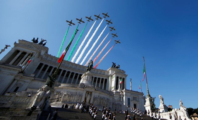 The Italian Frecce Tricolori aerobatic squad performs over the Vittoriano monument during the Republic Day military parade in Rome, Italy June 2, 2018. (Photo by Reuters)