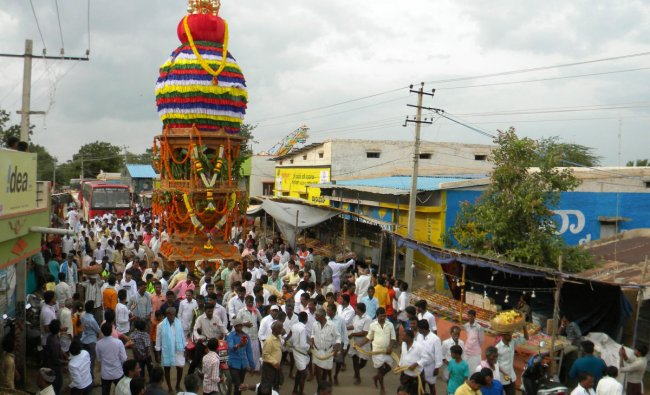 Pranavyajyothi Maha Votsavam of Kampli Taluk Matri Village was held on Sunday evening. (DH Photo)