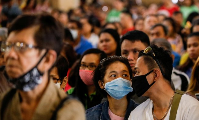 Filipino Catholics wearing protective masks attend mass on Ash Wednesday amid coronavirus scare, at the National Shrine of Our Mother of Perpetual Help, Paranaque City, Metro Manila, Philippines, February 26, 2020. (Reuters photo)