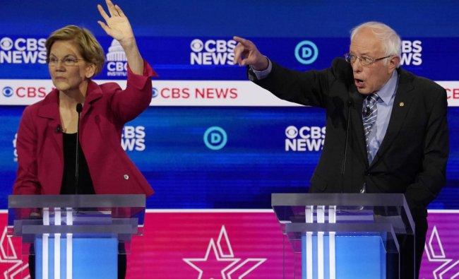 Democratic 2020 U.S. presidential candidate Senator Elizabeth Warren raises her hand as Senator Bernie Sanders speaks during the tenth Democratic 2020 presidential debate at the Gaillard Center in Charleston, South Carolina, U.S. (Reuters photo)