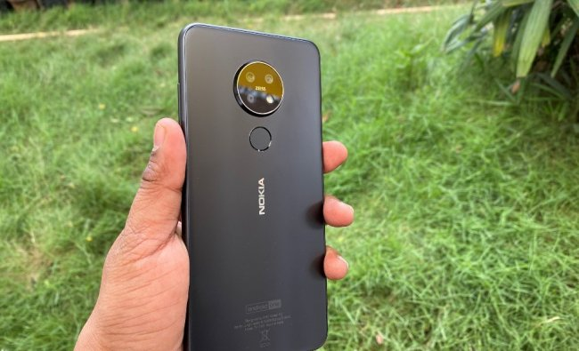 Nokia 7.2 sports Zeiss Optics-based triple cameras -- 48MP (with 1/2-inch Quad Pixel), 5MP depth sensor and an 8MP ultra-wide lens with LED flash. On the front, it houses 20MP quad-pixel snapper.