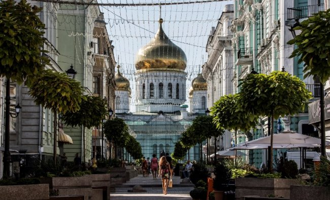 A photo taken on August 21, 2017 shows a pedestrian street with the Assumption Cathedral at the background in the centre of the southern Russian city of Rostov-on-Don. Rostov-on-Don will host five games of the FIFA World Cup 2018. AFP Photo
