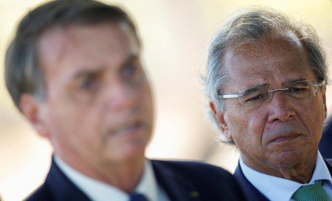 razil\'s Economy Minister Paulo Guedes listens to Brazil\'s President Jair Bolsonaro, while leaving Alvorada Palace in Brasilia, Brazil. (Reuters photo)