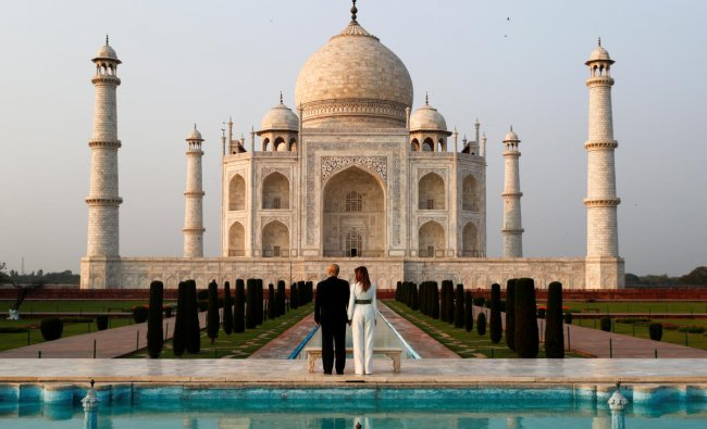 U.S. President Donald Trump and first lady Melania Trump pose as they tour the historic Taj Mahal, in Agra. (Reuters photo)