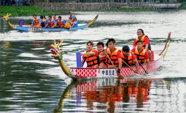 Chinese community people participate in \'Dragon Boat Festival -2018\', in Kolkata on Sunday. PTI Photo