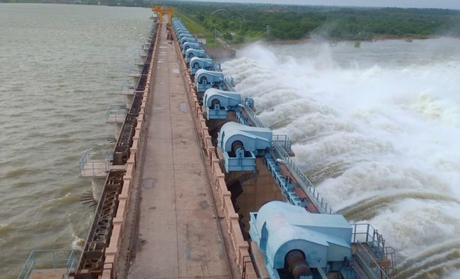 Drainage of Krishna River from Basavasagar Reservoir in Narayanpur (DH photo)