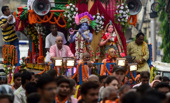 Devotees perform as they participate in a religious procession on the eve of the Janmashtami festival that marks Hindu god Krishna\'s birthday, in Allahabad on August 23, 2019. (SANJAY KANOJIA / AFP)