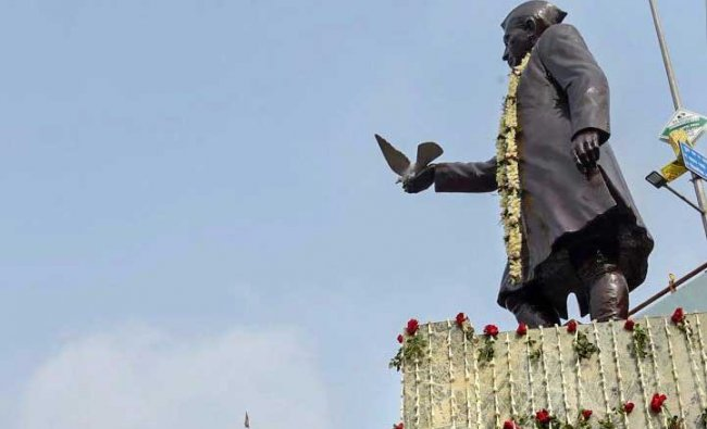 A stature of India\'s first Prime Minister Pandit Jawaharlal Nehru in Patna. PTI photo