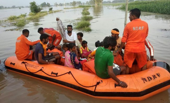 NDRF personnel shift flood affected people from Takia village in Kapurthala district, Sunday, Aug 25, 2019. (PTI Photo)