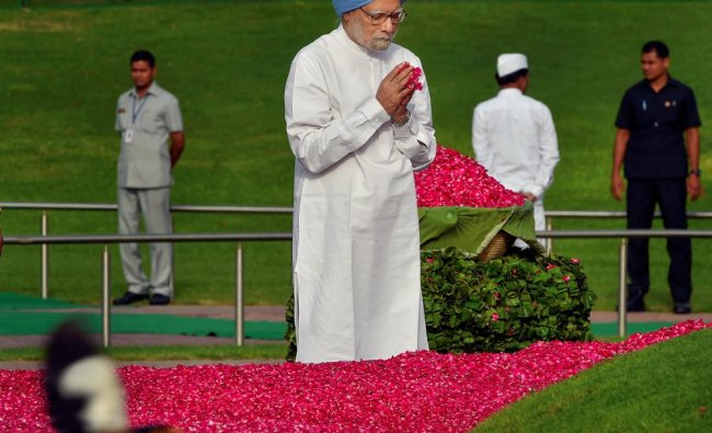 Former prime minister Manmohan Singh pays tribute to India\'s first prime minister Pandit Jawaharlal Nehru on his 54th death anniversary, at Shanti Van, in New Delhi on Sunday. PTI Photo