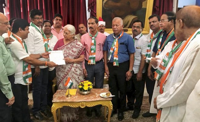 Congress delegation led by Chandrakant Kavlekar meets Goa governor Mridula Sinha to stake claim to form government in the state on the grounds of being the single largest party in the Legislative Assembly, in Panaji, on Friday. PTI Photo