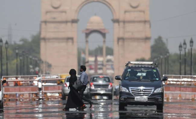 A mirage shimmers over Rajpath leading to India Gate as temparatures rise in New Delhi on June 10, 2019. (Photo by Prakash SINGH / AFP)