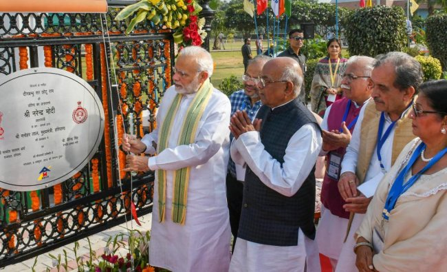 Prime Minister Narendra Modi unveils a statue of Deenbandhu Sir Chhotu Ram as Haryana Chief Minister Manohar Lal and others look on, at Sampla, in Rohtak. (PTI photo)
