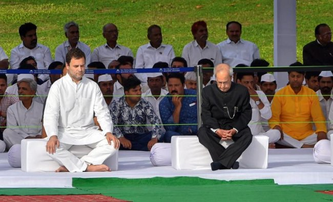 Congress President Rahul Gandhi with former president Pranab Mukherjee, former vice-president Hamid Ansari and former prime minister Manmohan Singh after paying tribute to India\'s first prime minister Pandit Jawaharlal Nehru on his 54th death anniversary, at Shanti Van, in New Delhi, on Sunday. PTI Photo