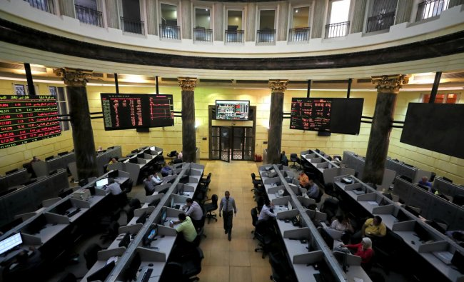 Traders work at the Egyptian stock exchange in Cairo, Egypt September 23, 2019. REUTERS/Mohamed Abd El Ghany